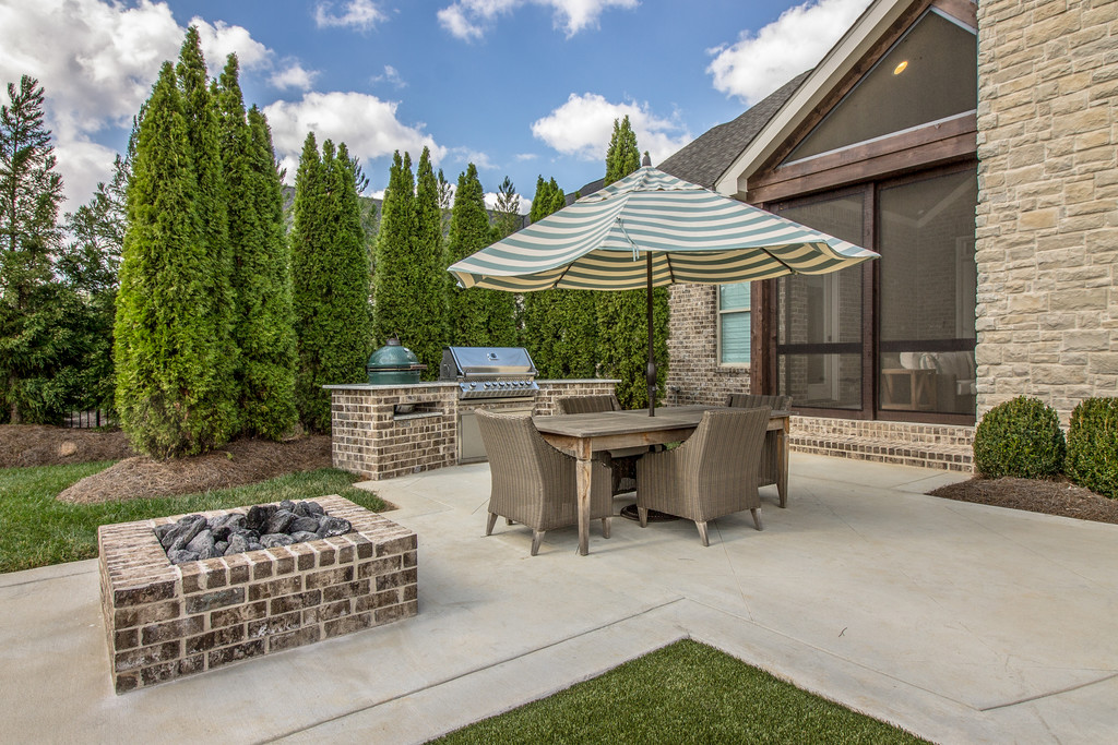 Patio living, new homes Brentwood, TN, Franklin, Thompson Station and Arrington, new construction home builder for custom homes and custom home design.