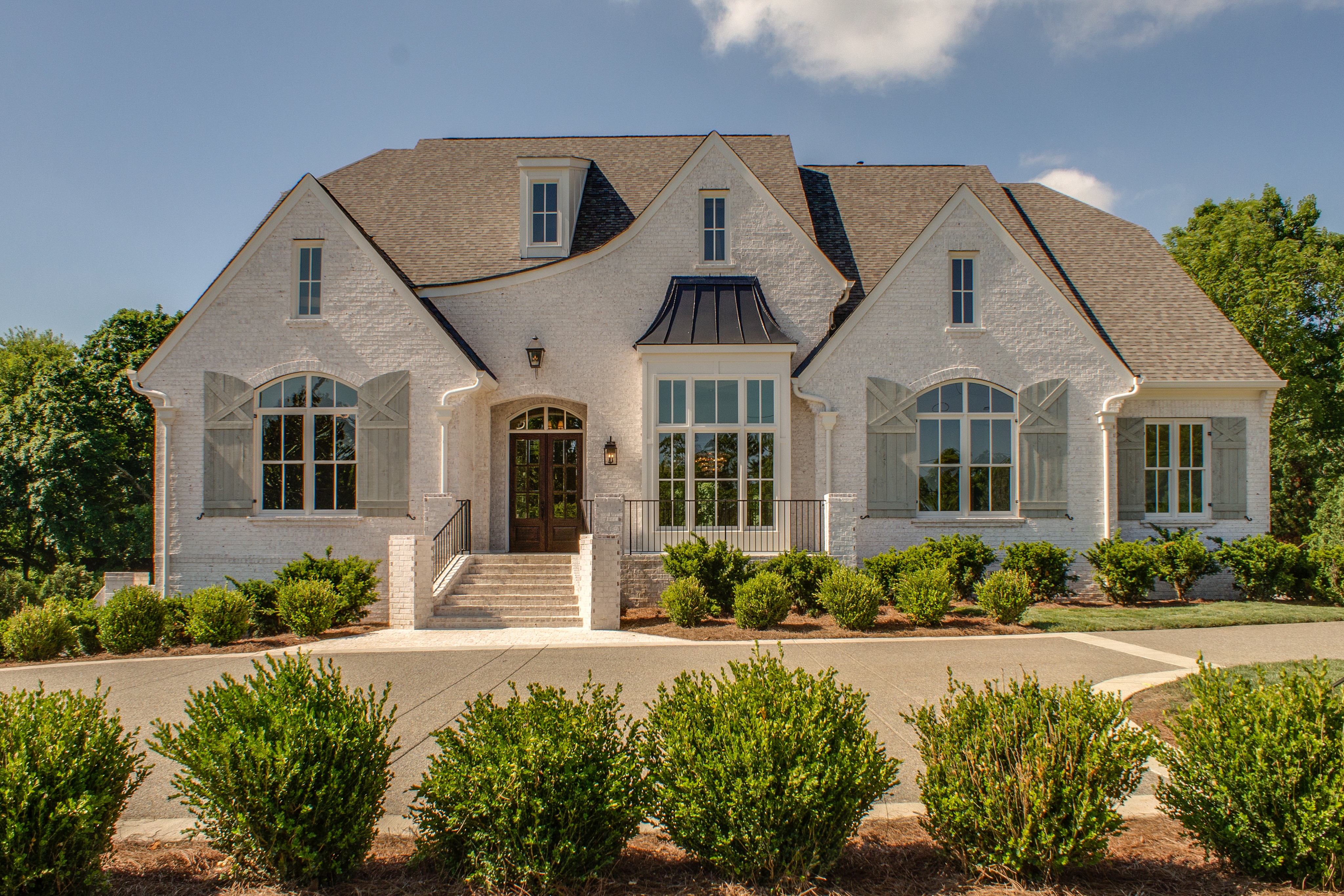 Large New homes and home construction by fine home builder in Brentwood, Franklin, and Thompson Station TN with Custom Home Design