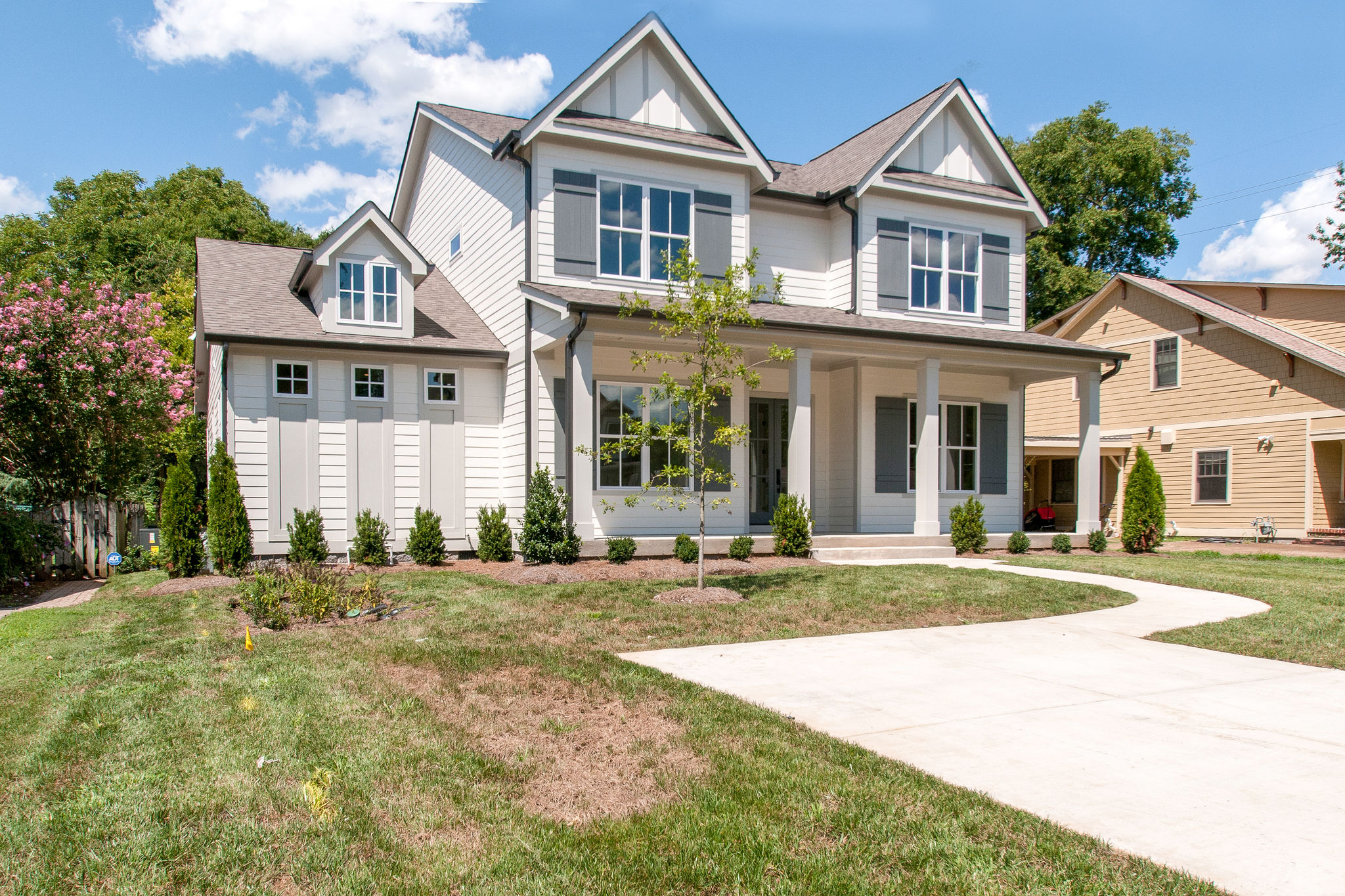 New Homes with landscape and walkway in Franklin, Brentwood, and Thompson Station TN with Custom Home Design