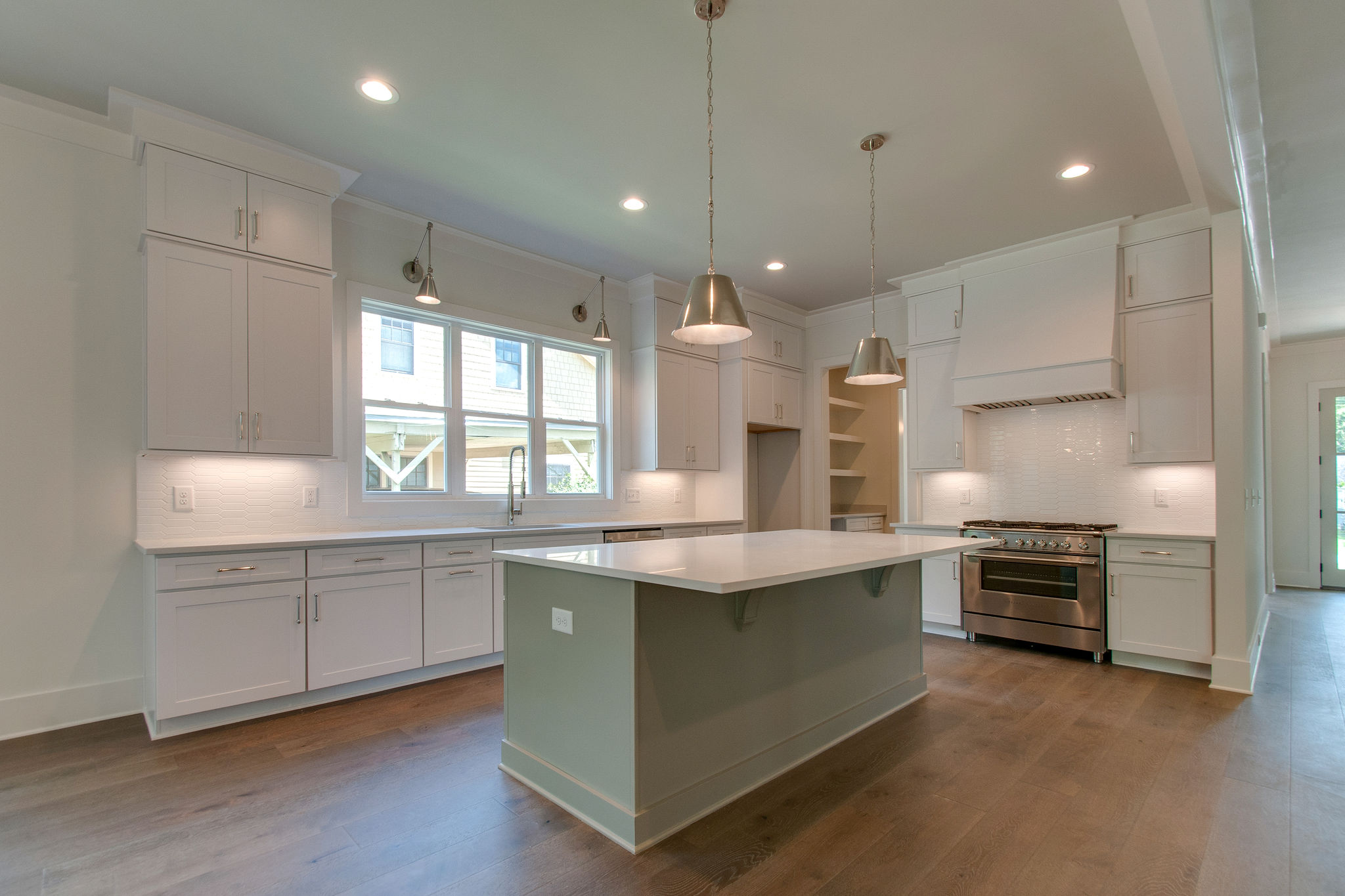 New Homes with open space kitchen in Franklin, Brentwood, and Thompson Station TN with Custom Home Design