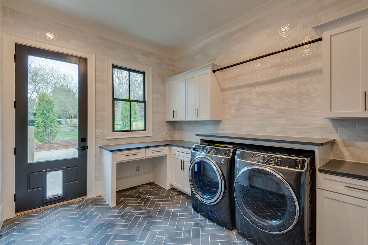 Huge laundry room that was custom built by nashville home builders for a new home in Brentwood TN